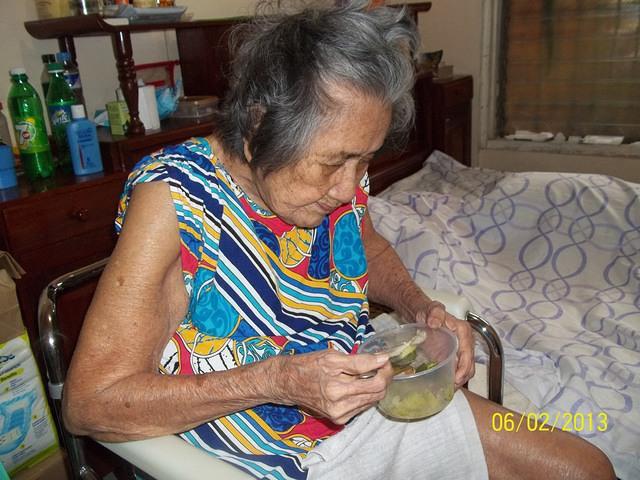 grandma-sits-eats-own-meals